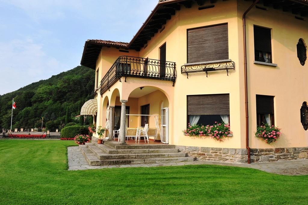 Villa mit Gartenblick